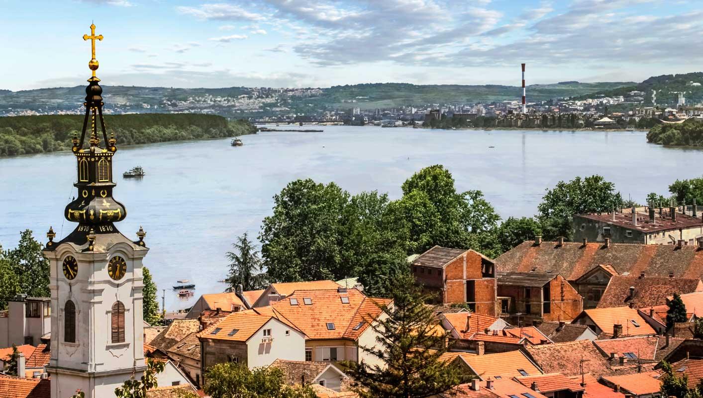 Belgrado:  Capital de la República de Serbia y la ciudad más grande y poblada del territorio de la antigua Yugoslavia.