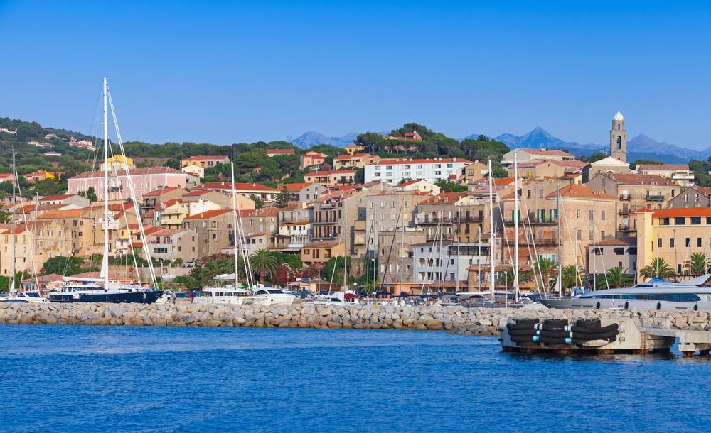 Propriano: Pintoresca ciudad junto al mar.