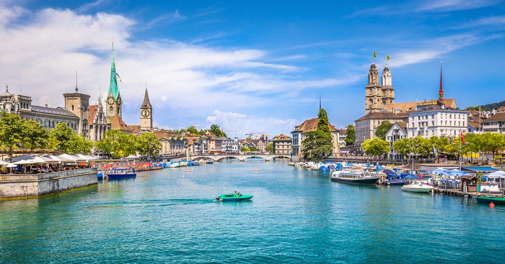 Zurich: La urbe más poblada de Suiza, es la capital financiera y cultural del país.